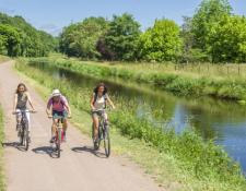 Cher : les premiers effets touristiques du canal de Berry à vélo