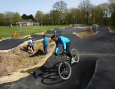 L'école cyclo des Randonneurs Jouettois découvre le  «Pumptrack» de JOUET sur l'Aubois