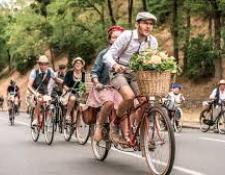 Les randonnées vélo rétro ont le vent en poupe