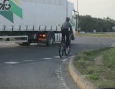 Comment prendre un rond-point à vélo ?